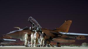 """Michael Fallon says it is """"illogical"""" that RAF planes can hit extremists in Iraq but not in Syria"""