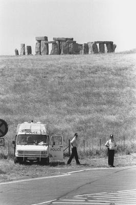 Police in 1989 monitoring roads around Stonehenge to prevent people from gathering to celebrate the Summer Solstice (Barry Batchelor/PA)