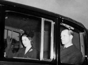 The new Queen returning to London the day after the death of her father in 1952 (PA)