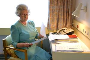The Queen at work aboard the Royal Train in 2002 (Fiona Hanson/PA)