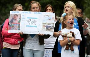 Charlie Gard supporters react outside the High Court. (Jonathan Brady/PA)
