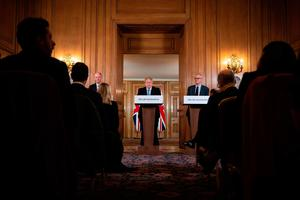 PM Boris Johnson and his advisers at the daily press conference in Downing Street