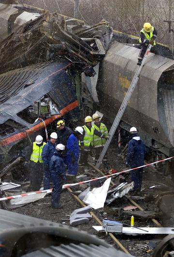Emergency services working at the scene of the train crash at Great Heck, North Yorkshire in February 2001 (PA/Phil Noble)