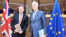 Chief Europe negotiator David Frost with his counterpart from the European Union Michel Barnier (Dati Bendo/EU)