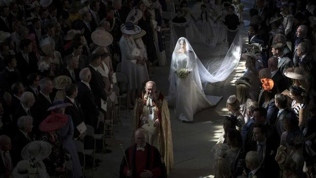 Meghan walks down the aisle lit by shafts of light (Danny Lawson/PA)