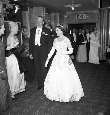 The Queen arriving at the premiere of the film Lawrence of Arabia wearing the gown (PA)