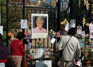 Public gather at the gates of Kensington Palace in 2007 (Michael Stephens/PA)