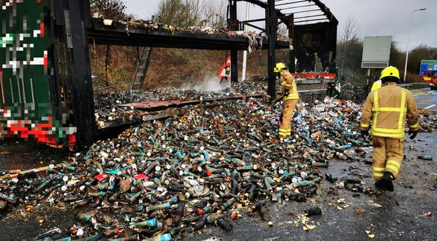 A vehicle which had been full of Pringles cans is attended to on the M1 motorway (@HighwaysEMIDS/Twitter)
