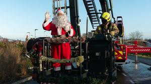 Santa was lifted up to wave at children in hospital (SFRS)