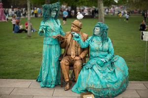 Performers The Goldman (centre) and Bubble Fairies get to know eachother (Aaron Chown/PA)