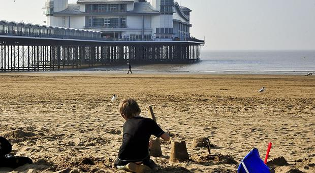 Temperatures in Britain are expected to reach 19C over the bank holiday weekend