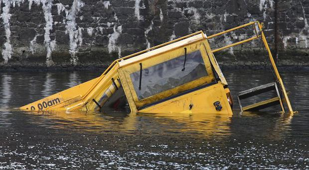 An amphibious tour bus which had 30 passengers on board sank in Liverpool's Albert Dock