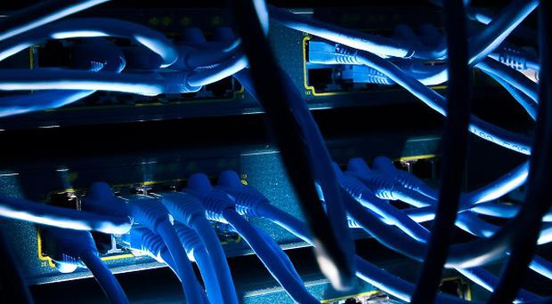 Plans to roll out superfast broadband to most of the country are behind schedule, the National Audit Office says