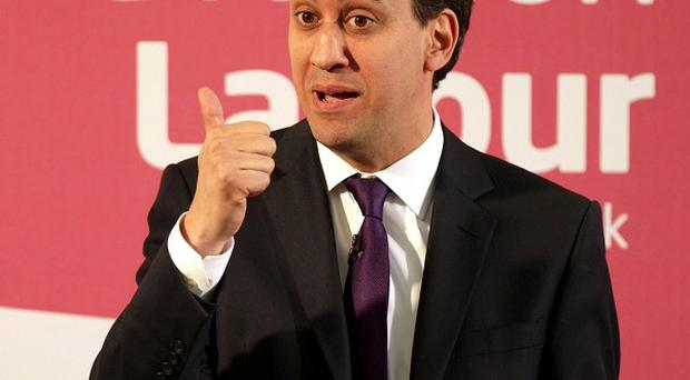 Ed Miliband is to hold private talks with senior union leaders, following weeks of in-fighting between the two wings of the labour movement