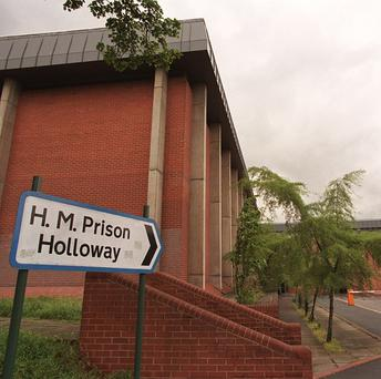 Female inmates at Holloway Prison are forced to travel in escort vehicles with male prisoners, a report states