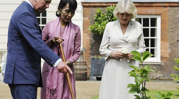 Burmese pro-democracy campaigner Aung San Suu Kyi will today meet the Prince of Wales and the Duchess of Cornwall at Clarence House, in London.