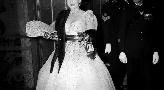 Jean Kent at the Odeon Cinema, Leicester Square, London to attend the Royal Film Performance of Where No Vultures Fly in 1951.