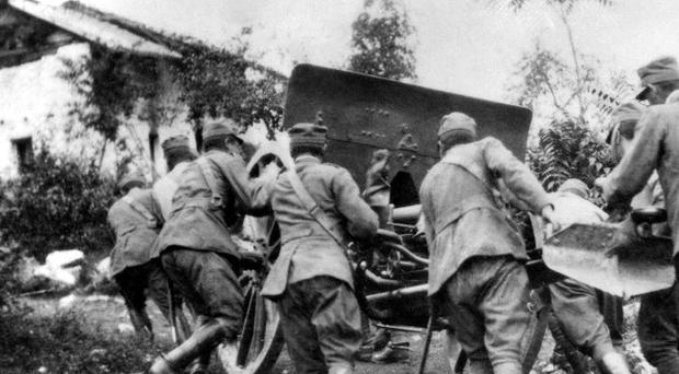 A group of soldiers in action during the First World War.