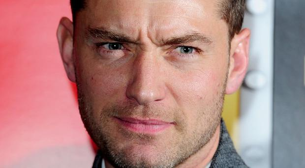 Actor Jude Law is to give evidence in the phone-hacking trial of Rebekah Brooks at the Old Bailey
