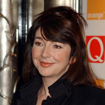 Singer Kate Bush is to return to the stage - 35 years after she retired from touring.