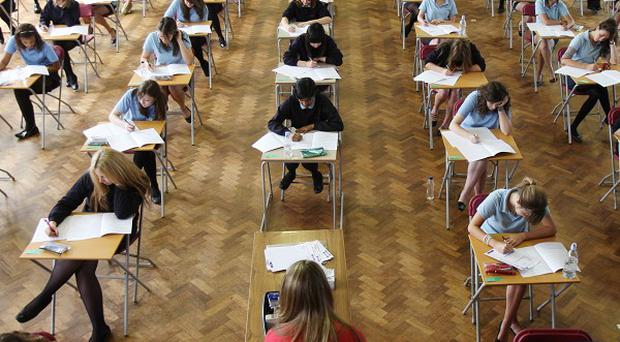 A new marking system of 1-9 will be introduced to secondary schools in England from next year as part of an overhaul of GCSE exams.
