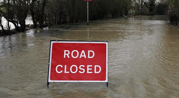 Local highway authorities should pinpoint 'a resilient network' to which they would give priority in the event of very bad weather, a report says