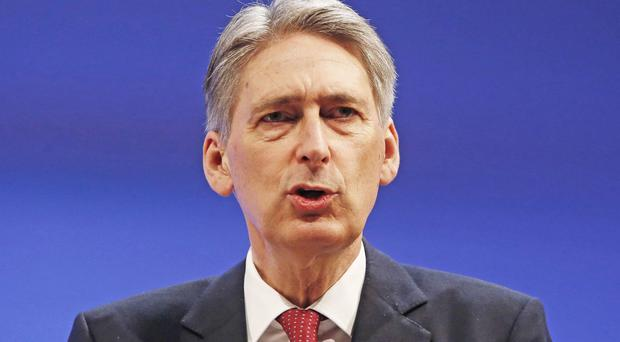 Foreign Secretary Philip Hammond is to chair a meeting of the Cobra committee to assess the crisis in northern Iraq