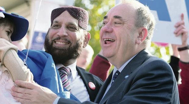 First Minister Alex Salmond meets Yes supporters in Edinburgh
