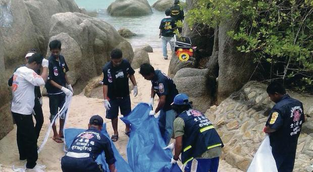 Thai police remove the bodies of British tourists Hannah Witheridge and David Miller