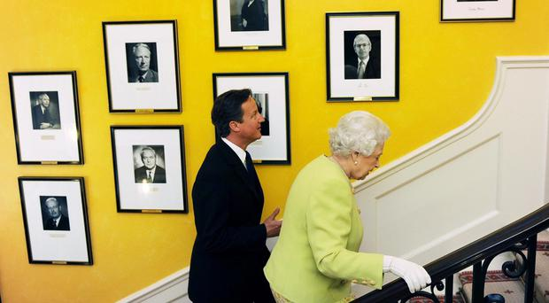 David Cameron is to apologise to the Queen for his remarks about her
