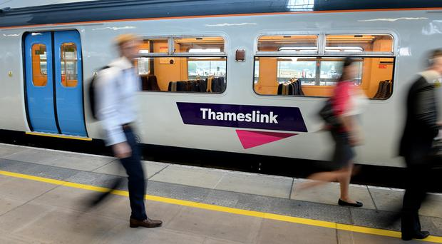 MPs have warned that taxpayers will bear all the risk of contracts for new trains for the Thameslink project