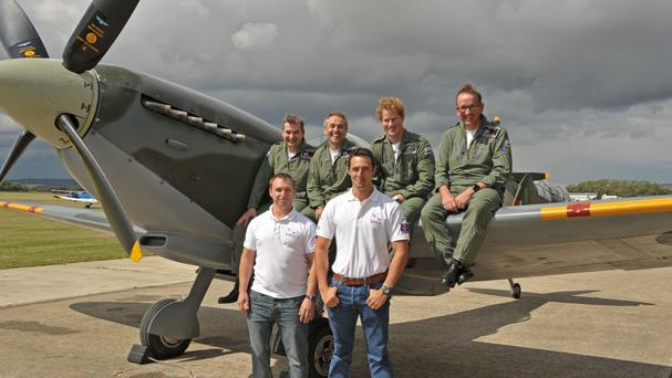 Prince Harry, back row second right, with the flight scholars and training team at Boultbee Flight Academy (Andy R Annable/Boultbee Flight Academy/PA Wire)