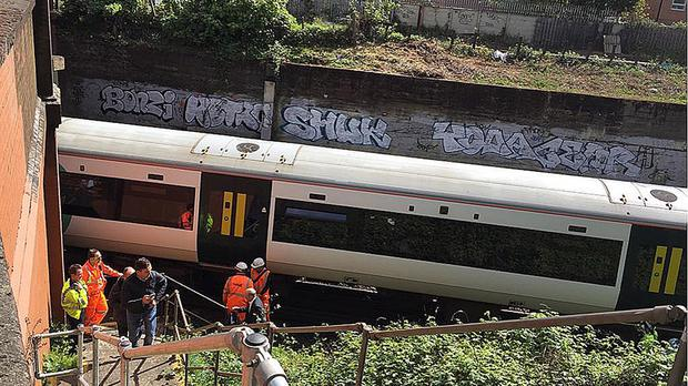 A train is stuck near Clapham Junction after a power supply problem affecting the UK's biggest interchange station led to scenes of chaos (@MPSLatchmere/PA)
