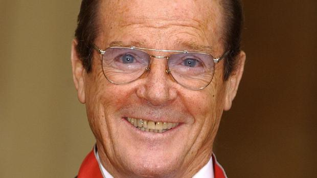Sir Roger Moore has accepted libel damages from a newspaper