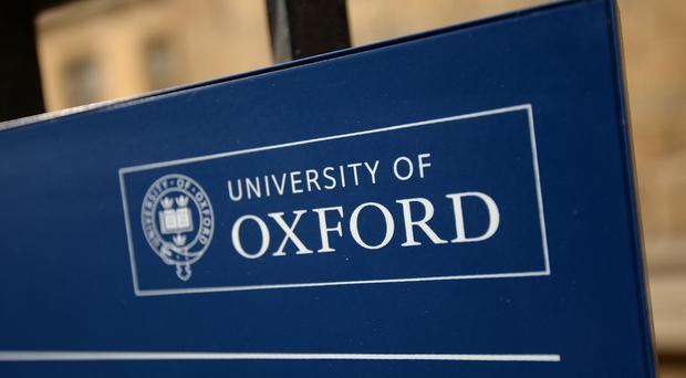 Oxford University students have voted to keep gowns, suits and mortarboards for exams.
