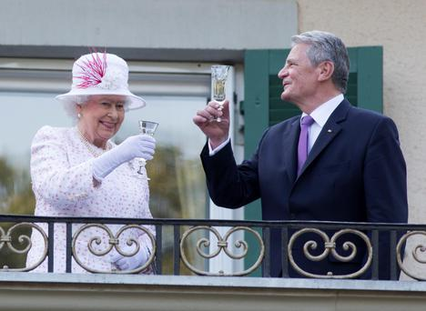 The Queen raising a glass with German President Joachim Gauck