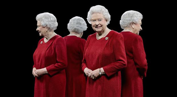 Portrait of Queen Elizabeth II by the British photographer Hugo Rittson Thomas, with a technique that involves the use of mirrors to show each sitter from all four sides