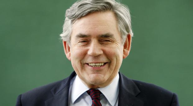 Gordon Brown is to advise Pimco on economic and political issues