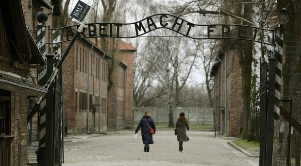 More teachers should be trained to teach schoolchildren about the Holocaust, a report by MPs says