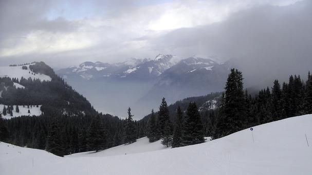 A British woman has died in a skiing accident in the French Alps