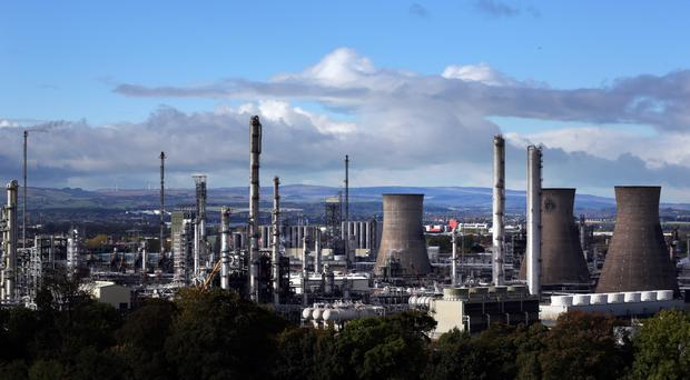 A tanker carrying shale gas from the US is to dock at Grangemouth