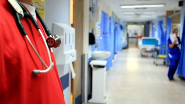 NHS hospital trusts in England are failing to recover the full costs of treating overseas patients, a report warned
