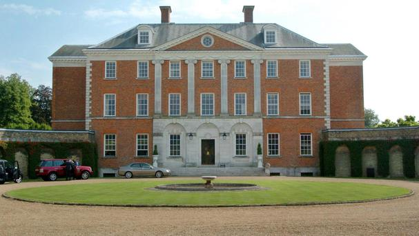 Chevening House, which three Cabinet Ministers are sharing
