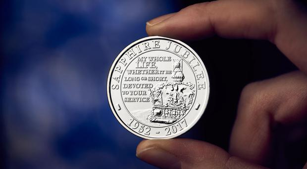 A new £5 coin designed by Glyn Davies to celebrate the Queen's Sapphire Jubilee