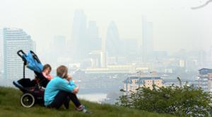 Pollution hangs over London