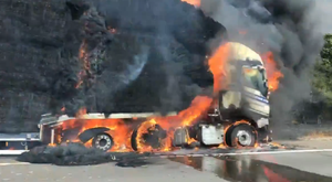Lorry on fire (Kate Mundy/Twitter)