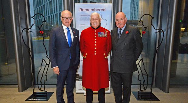 (left to right) US Ambassador to the UK Woody Johnson, Chelsea Pensioner Alan Collins, 81, and General Lord Dannatt during the unveiling (Kirsty O'Connor/PA)
