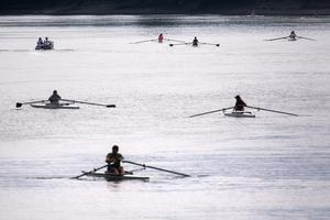 A group of rowers enjoy the hot weather on the River Thames (Victoria Jones/PA)