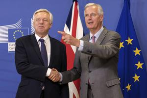 Michel Barnier (right) and the UK's Brexit Secretary David Davis  (Geert Vanden Wijngaer/AP)
