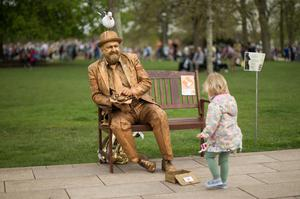 Another admirer of The Goldman during the National Living Statue Competition (Aaron Chown/PA)
